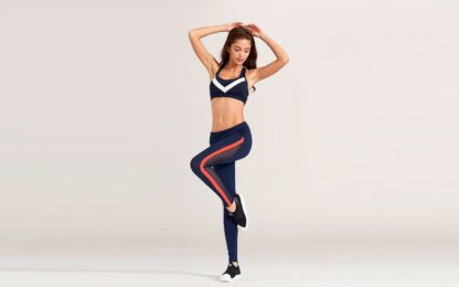 Синие спортивные легинсы с красными полосками